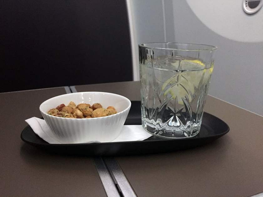 BA Club World, Post take-off nuts, BA95 London Heathrow - Montreal June 2018