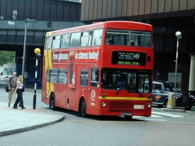 Arriva London North MCW Metrobus M 765 (KYV 765X) at London Bridge, 07.07.00