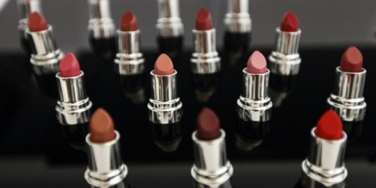 Brazilian beauty conglomerate Natura acquires Avon through a share swap