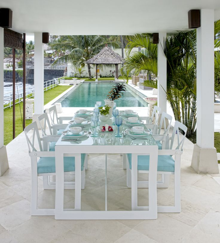 Designer Garden Furniture to Inspire a New Spring Look - Skyline Design Outdoor Table & Chairs