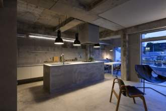Modern and Minimal: The Short Guide For Your Apartment - Industrial Minimalist Kitchen - Image By HomeDsgn