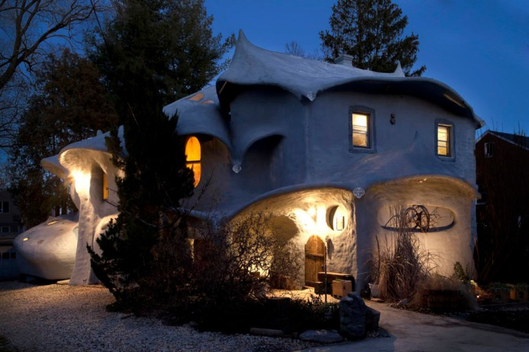 5 Stunningly Unique Roof Designs - The Mushroom House of Bethesda - By Antoni Gaudí
