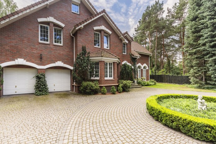 House with circular driveway
