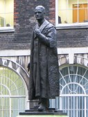 Lord Nuffield in West Courtyard, Guy's Hospital