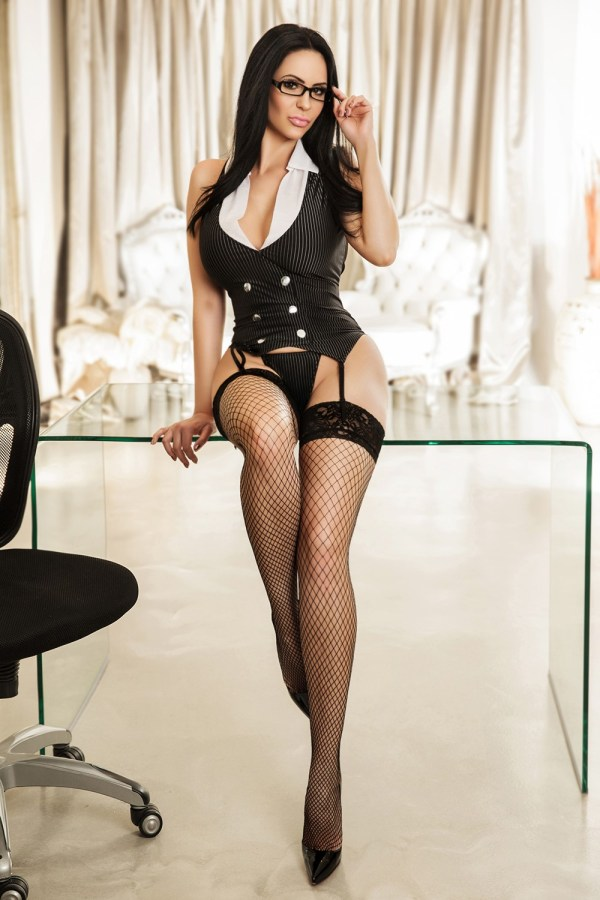 Clarissa Brunette 36DD Busty Gloucester Road Escort in London