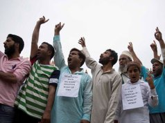 Indian authorities clamp on Kashmir row