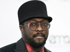 Will.I.Am accuses Qantas of racism