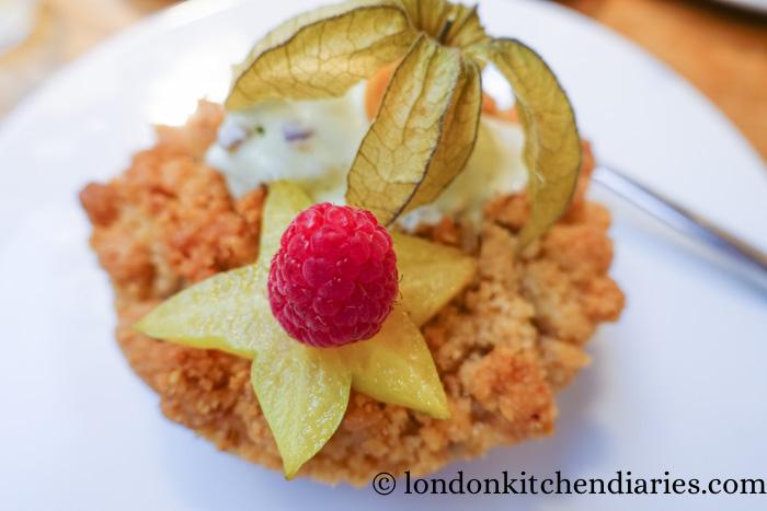 raspberry crumble with pistachio ice cream at Claus Paris