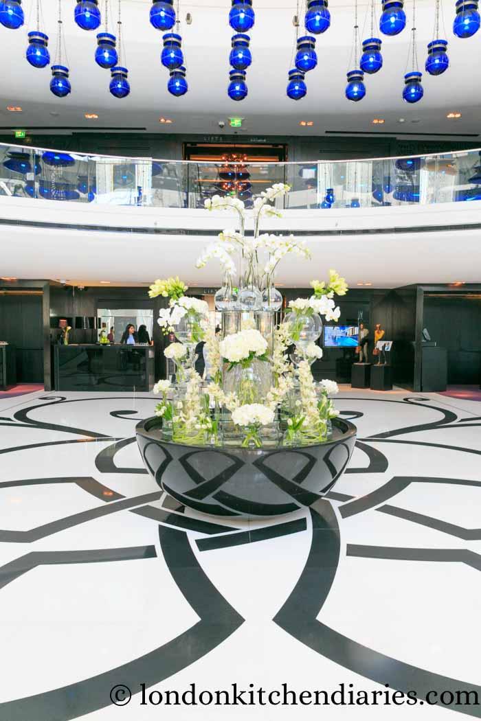 W Doha Hotel & Residences Qatar lobby