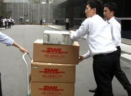 Prosecutors wheel away an old Citibank PC: from KBS website