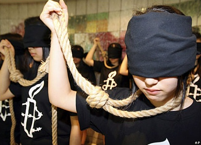 Amnesty International members in Korea protest against the death penalty