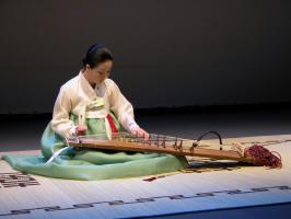 Mi-sun Gwon playing the kayagum