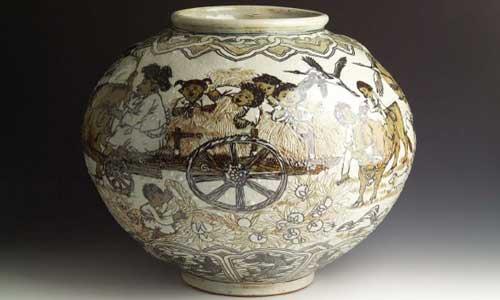 Lee Hak-cheon - White clay vase with children design
