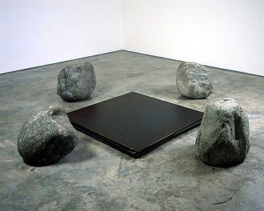 Lee Ufan: Relatum - Discussion (2003). Four iron plates and four stones