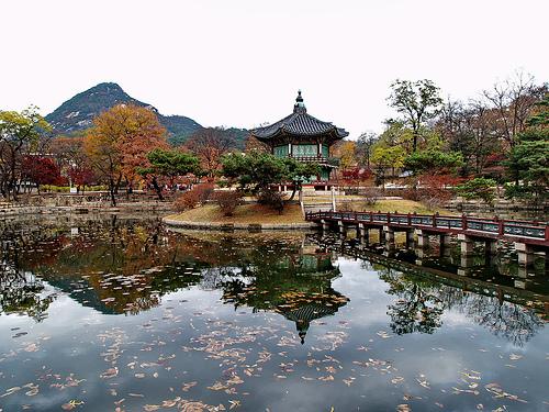 Seoul palace pond