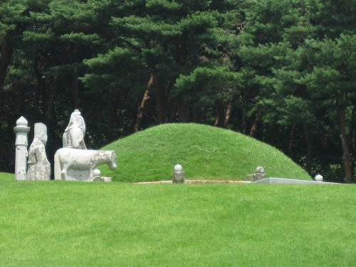 Featured image for post: The LKL Korea Trip 2009 pt 2: Suwon and Prince Sado's tomb