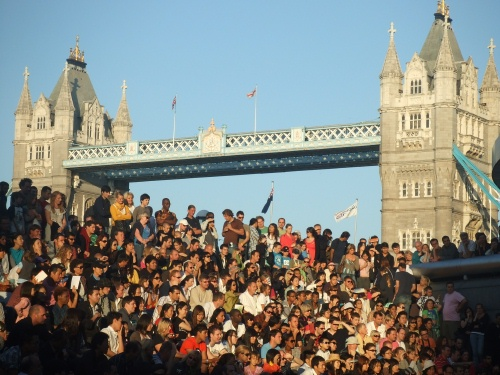 Featured image for post: Photos from the Thames Festival