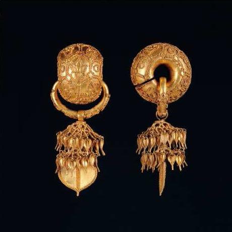 Silla gold earrings