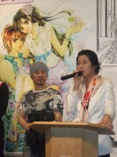 A manhwa artist with Stephanie Kim at the Manhwa 100 opening reception