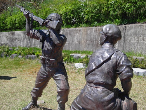 Statue of a soldier fighting a partisan