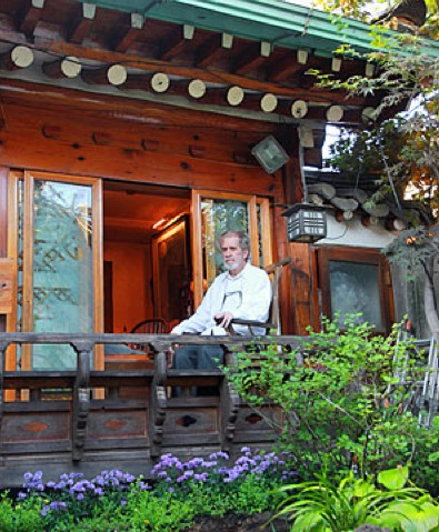 David Kilburn in his Kahoidong hanok