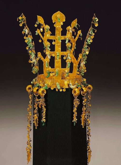 Silla dynasty crown