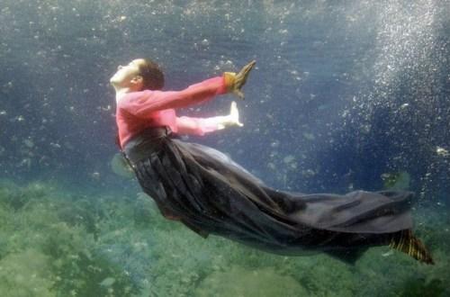 Park Sul-nyeo underwater fashion show