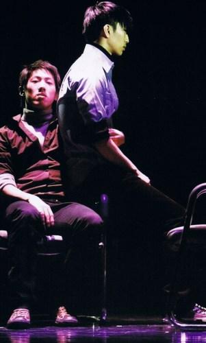 Lee In-soo and Ryu Jin-wook perform Modern Feeling