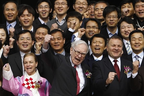 Warren Buffet in Korea (photo: Wall Street Journal)
