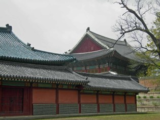 Changdeokgung roofscapes: the Injeongjeon seen from behind the Seonjeongjeon