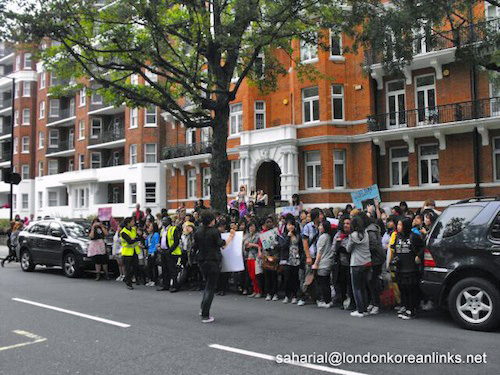 Crowds in Abbey Road 1