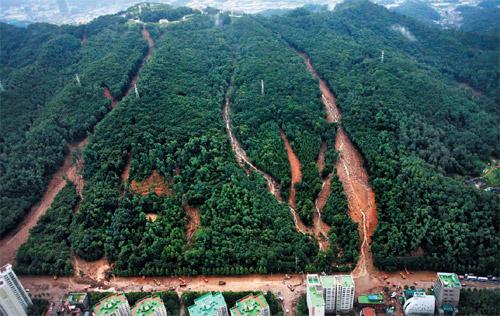 The Umyeonsan landslide in Seoul