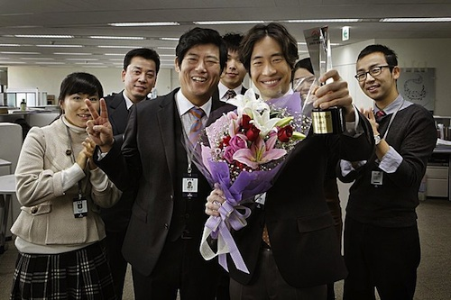Byeong-woo celebrates his Salesman of the Month award