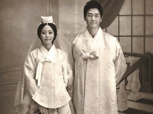 One of the official photos marking the wedding of Yoo Ji-tae and Kim Hyo-jin