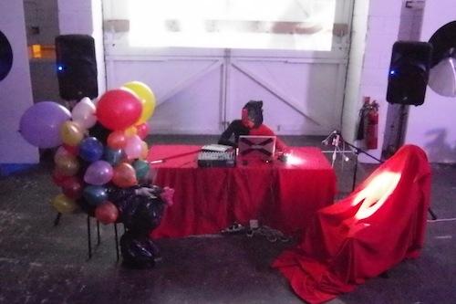 E, E and a balloon-clad visitor in their performance at Sasapari 2012