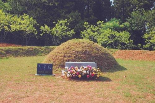 Park Kyung-ni's tomb in Sanyang-eup, Mireuk-do, Tongyeong-si, Gyeongsangnam-do