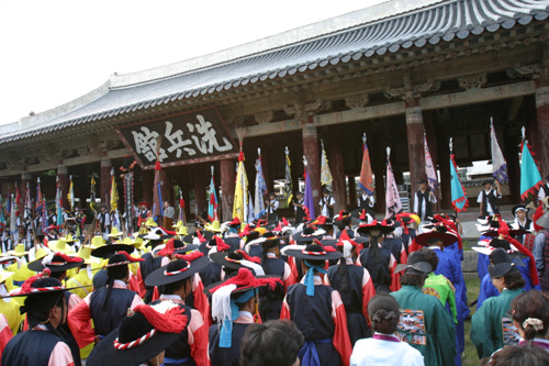 The Hansan Daecheop festival, held throughout Tongyeong every August
