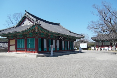 The Jeseungang hall, Admiral Yi's command centre on Hansando, with (right) the Suru lookout pavilion