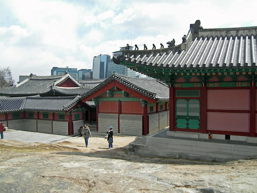 The picnic spot at the rear of the Gyeonghui Palace