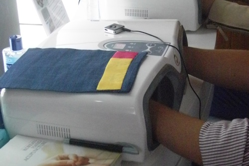 Hand acupressure machine