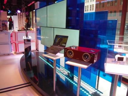 KOTRA, Samsung, Hyundai and KIST display in Harrods window (30 July 2012)