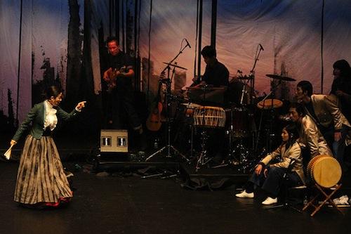Lee Jaram (left) and Pansori Project Za perform Sacheon Ga, an adaptation of Brecht's Good Woman of Szechwan (image courtesy KCCUK)