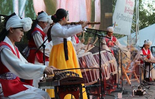 Thames Festival - traditional music from Yeonheedan Palsandae