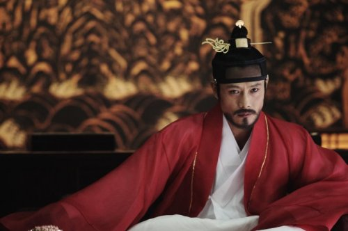 Lee Byung-hun: both King and Clown