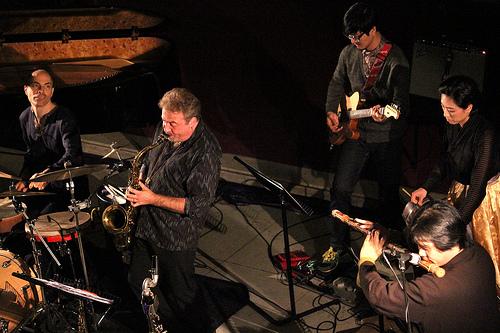 Tim Garland (saxes), Heo Yoon-Jeong (Geomungo), Lee Aram (Daegeum), Jean Oh (guitar), Asaf Sirkis (drums). (Image © Melody McLaren)
