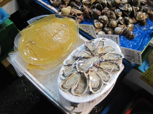 Prepared oysters in Noryangjin