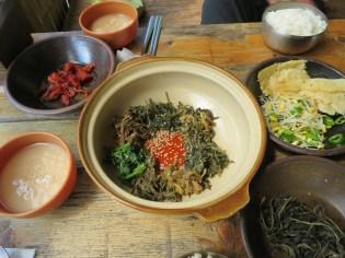 Vegetarian bibimbap - before mixing