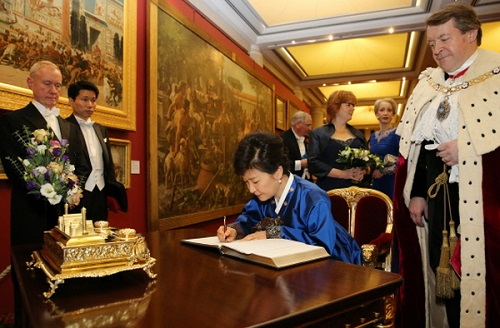 Signing the guest book in the Guildhall before the banquet