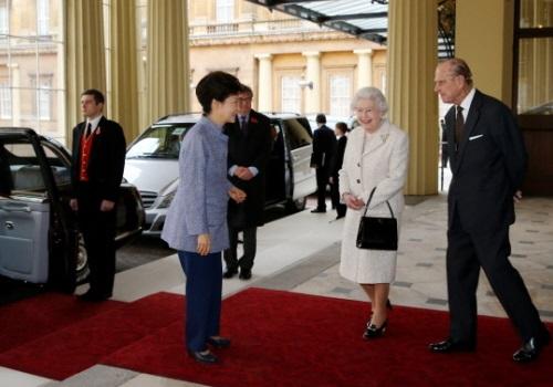 Leaving Buckingham Palace (Photo: Blue House)