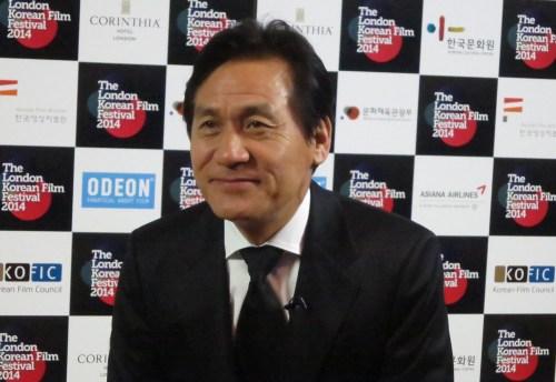 Ahn Sung-ki prepares for a television interview